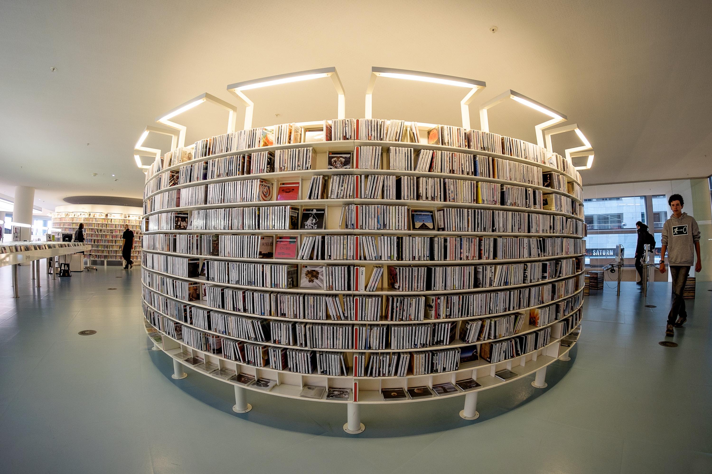 Amazing life-size library bookshelf
