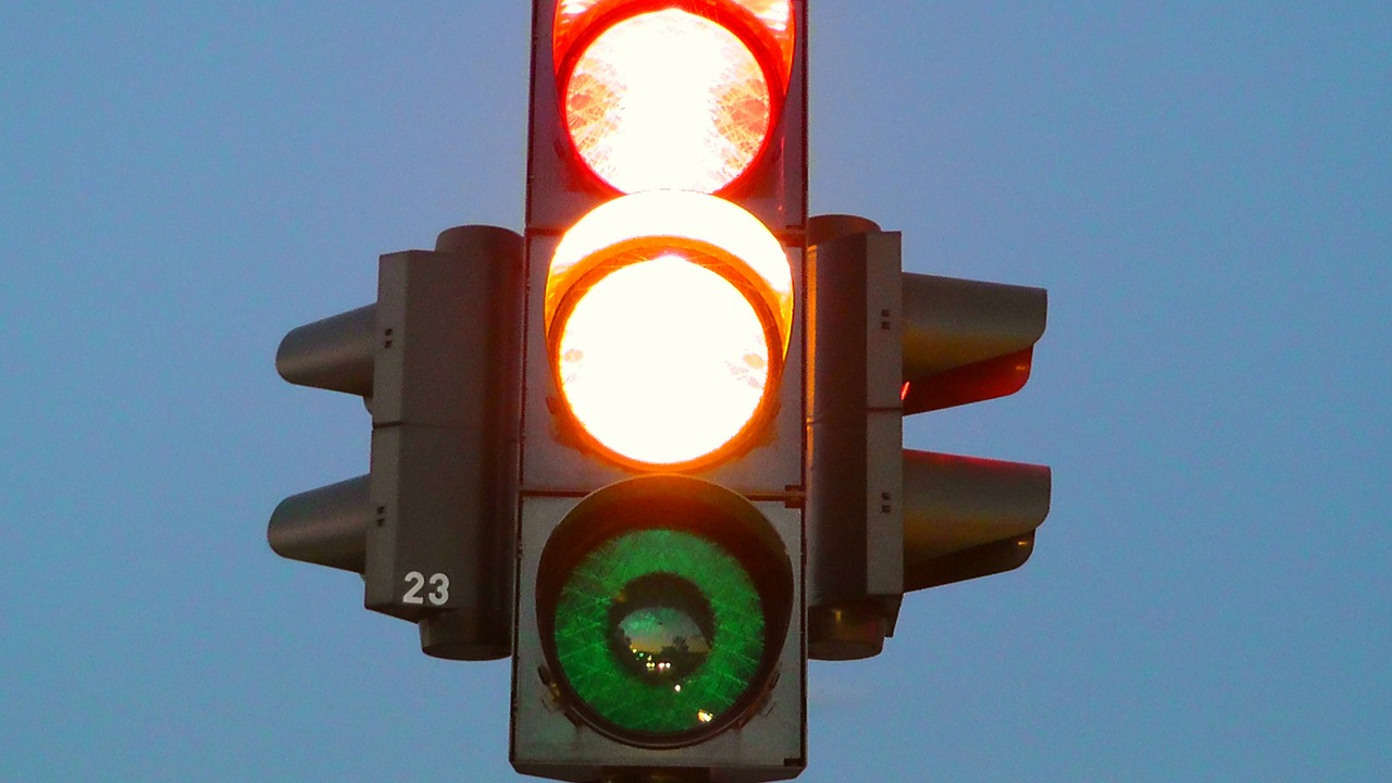traffic lights - youthlyhub post