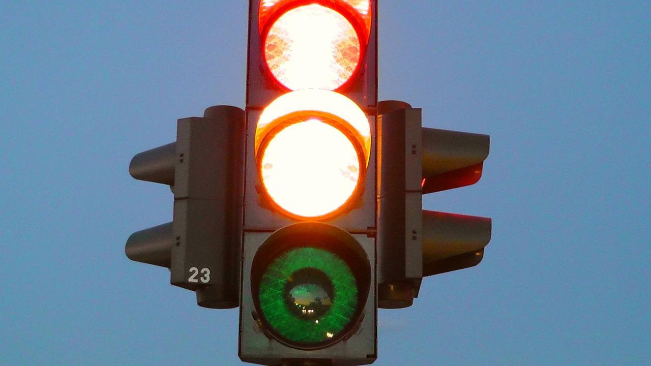 traffic lights - youthlyhub post